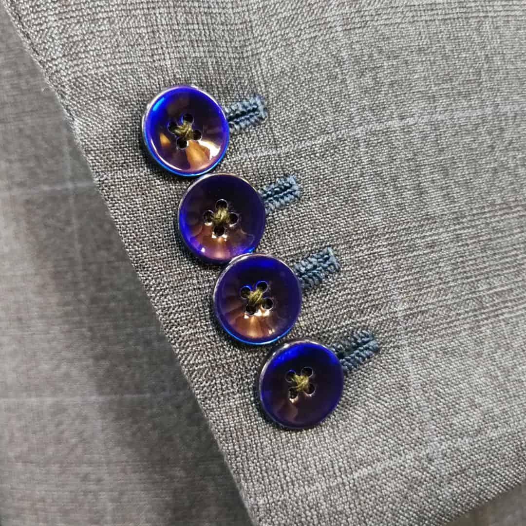 Kvalitní oblek - knoflíčky