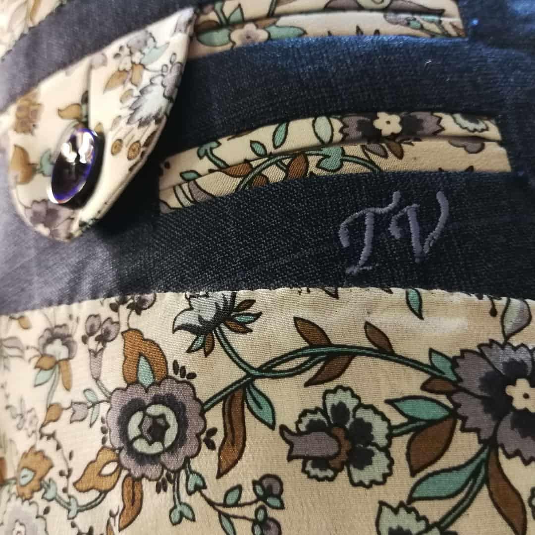 Kvalitní oblek - monogram