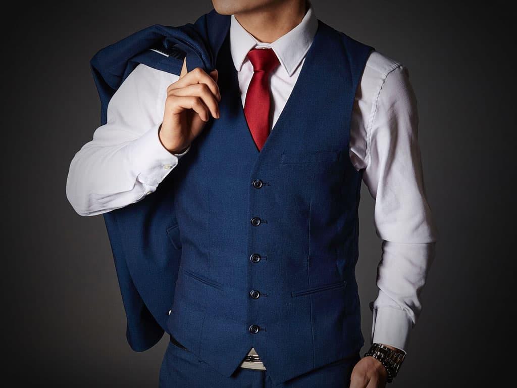 Trojdílný oblek s vestou