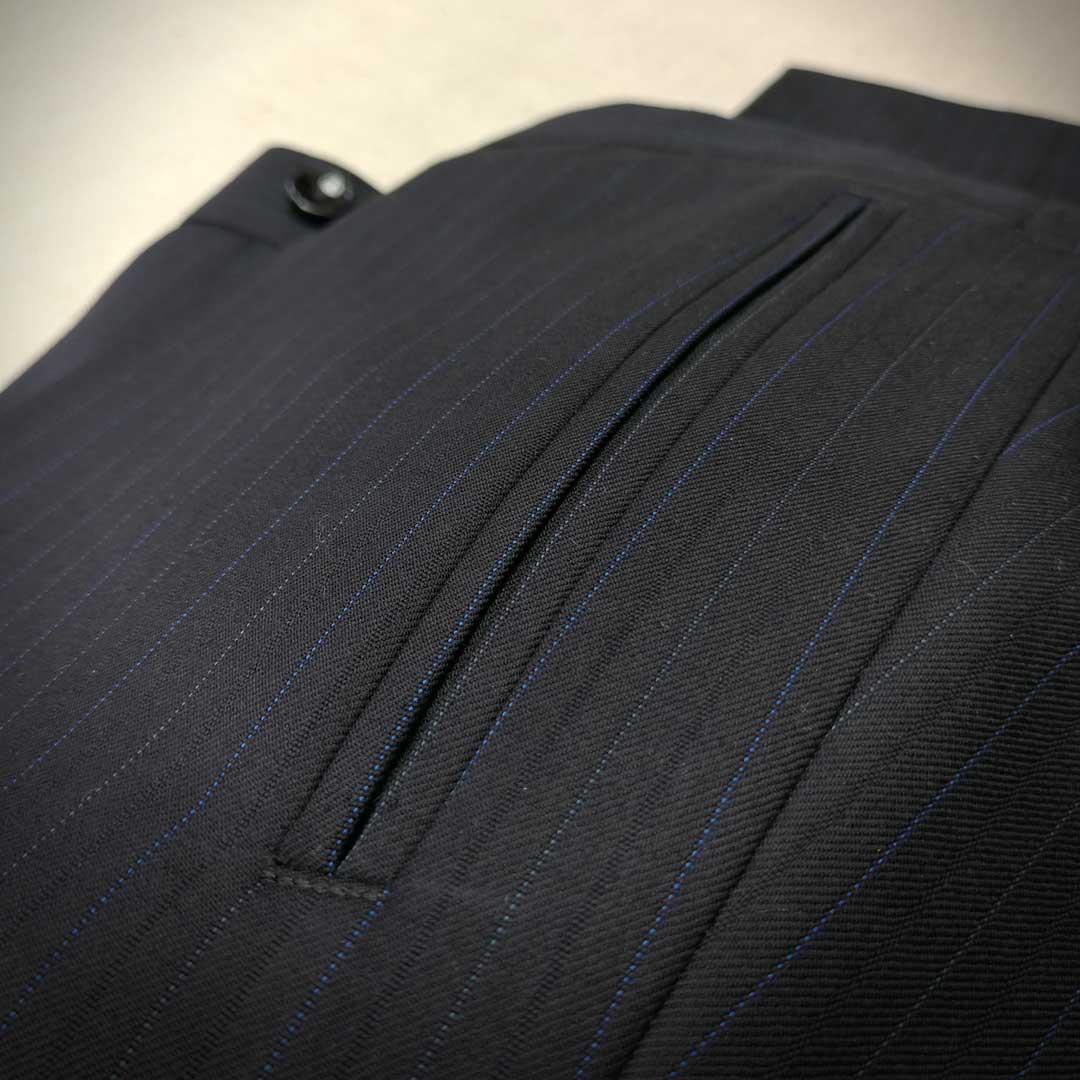 Kalhoty k tmavému obleku s vestou