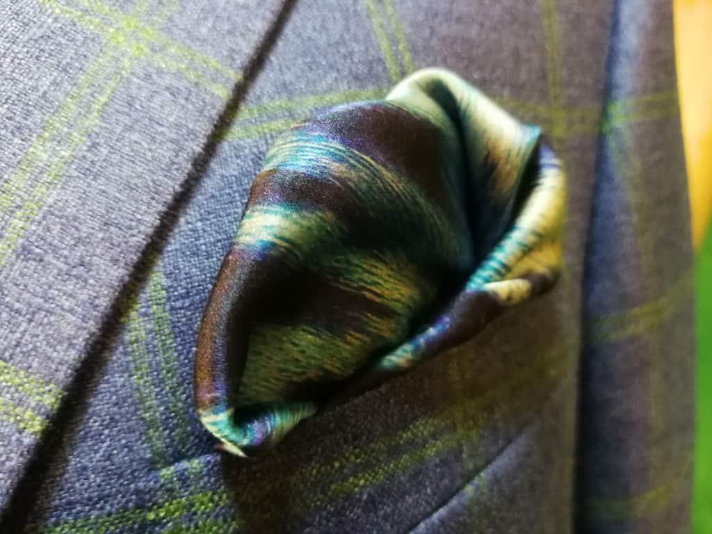Modré sako se zelenou kostkou